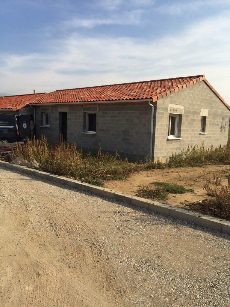 construction de maison neuve à Pizançon, pose des joints placo